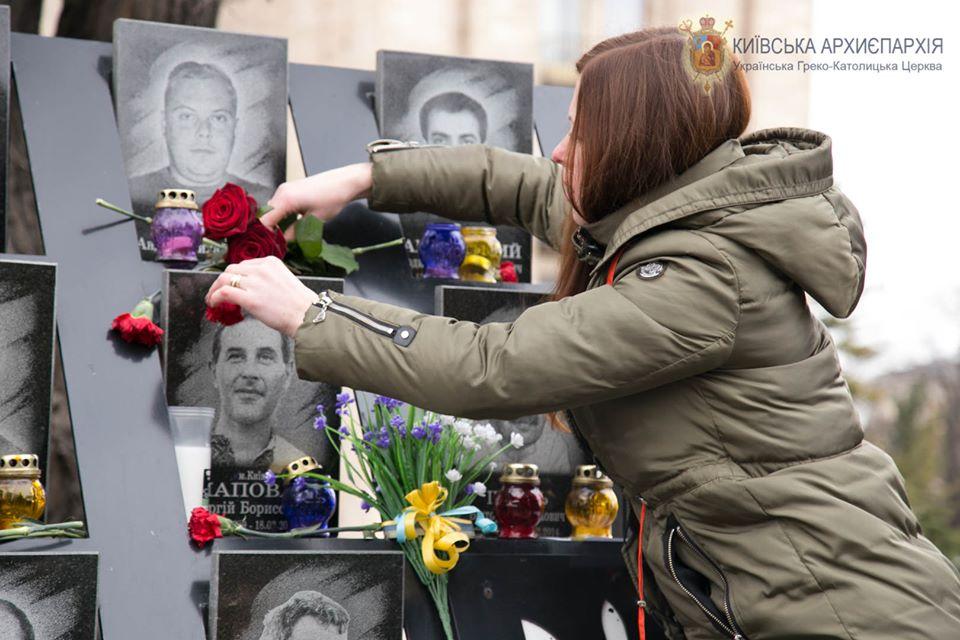 """Ukraina: w Kijowie uczczono pamięć """"Niebiańskiej Sotni"""""""