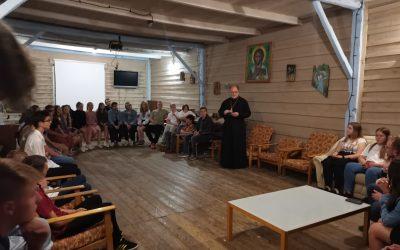 Владика Володимир відвідав молодь на Сарепті в Новиці