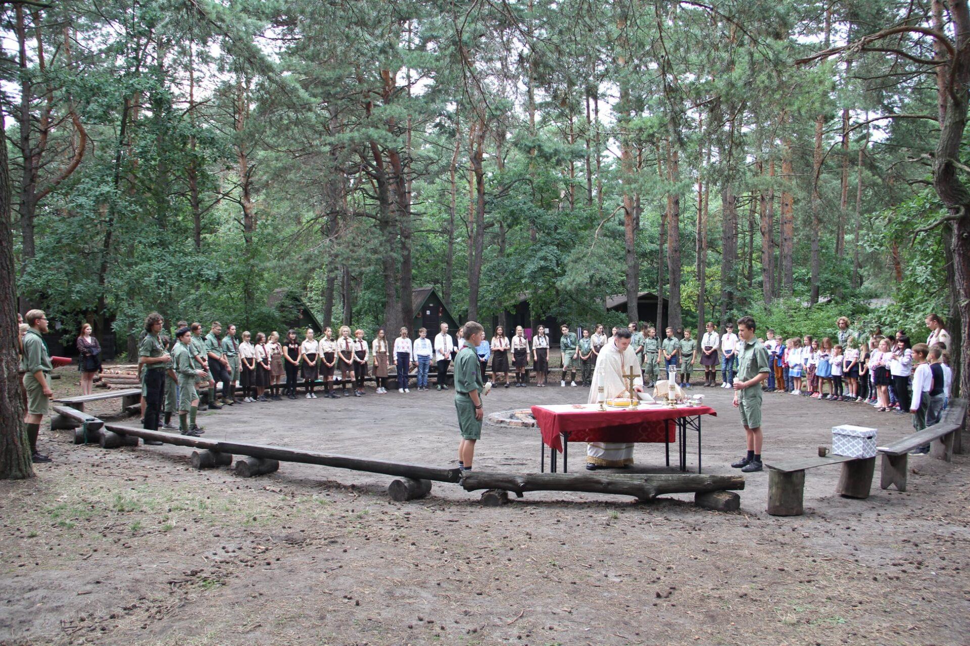 Божественна Літургія в свято Преображення Господнього під час табору Пласт в Сямошицях