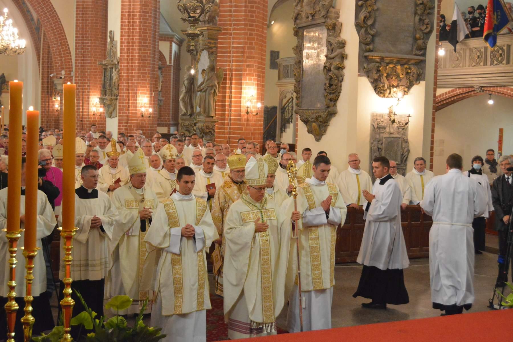 Владика Володимир взяв участь в інґресі нового Єпископа Лігницького (20.09.2021)